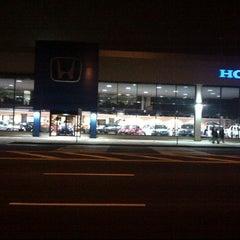 Photo taken at Hillside Honda by 🔰💪🏾ℳanny on 5/4/2012