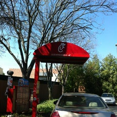 Photo taken at Chick-fil-A by Frank W. on 3/27/2012