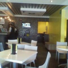 Photo taken at Té con Té (La Paragua) by Alvaro R. on 4/15/2012