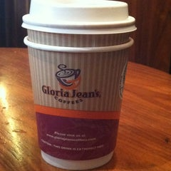 Photo taken at Gloria Jean's Coffees by Hassan C. on 7/27/2011