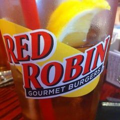 Photo taken at Red Robin Gourmet Burgers by Dan H. on 12/3/2011
