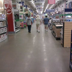 Photo taken at Lowe's Home Improvement by Kenn S. on 6/9/2012