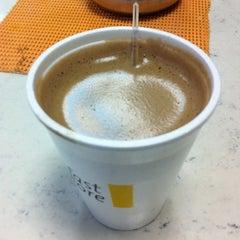 Photo taken at Posto Esso - Conveniencia Carrossel by Mauricio O. on 7/13/2012