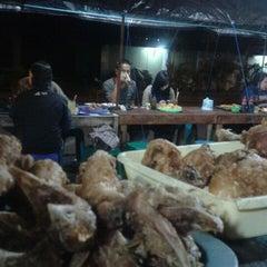 Photo taken at Warung Makan Sederhana Mbak Senuk by sharzjn o. on 11/5/2011