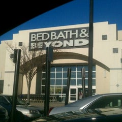 Photo taken at Bed Bath & Beyond by Justin G. on 12/26/2011