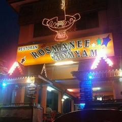 Photo taken at Restoren rosmanee seafood by CC L. on 9/7/2011