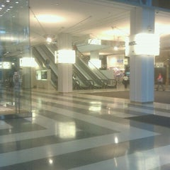 Photo taken at Ogilvie Transportation Center by Richard N. on 9/21/2011