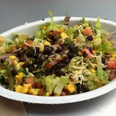 Photo taken at Chipotle Mexican Grill by Valery R. on 8/8/2011
