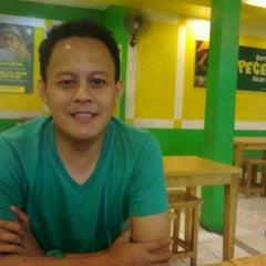 Photo taken at Pecel Lele Lela by Ical R. on 12/24/2011