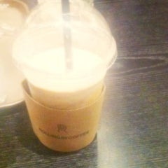 Photo taken at Rolling in Coffee by Yeji A. K. on 7/10/2011