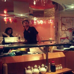 Photo taken at HK Diner 荷李活 by Dzuy K. on 10/31/2011
