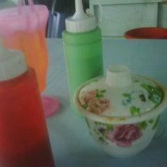 Photo taken at Warong Baroka (Pecal Lele & Pecal Ayam) by akmal h. on 12/4/2011
