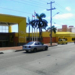 Photo taken at Centro Comercial Éxito 51B by Juan R. on 8/15/2012