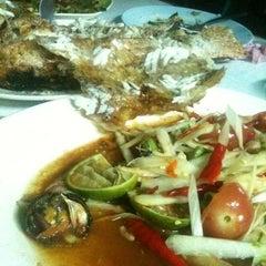 Photo taken at ร้านอีสานพัฒนา (ปากหมา) by Nut101 J. on 3/14/2012