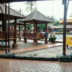 Photo taken at Taman Wisata Pulau Situ Gintung by Iyan M. on 12/28/2011