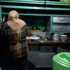 Photo taken at Mie Ayam Barokah @depan Gor Sakti Margahayu Raya by Chica R. on 7/1/2012