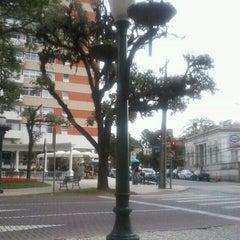Photo taken at Praça Miguel Couto (Pracinha do Batel) by Ezio A. on 1/25/2012