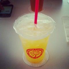 Photo taken at Tea Lounge Fresh Brewed by 취상 맥. on 8/31/2012
