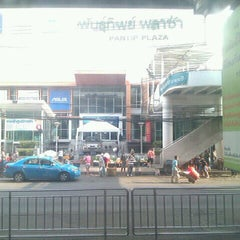 Photo taken at พันธุ์ทิพย์ พลาซ่า บางกะปิ (Pantip Plaza Bangkapi) by Uthis P. on 4/25/2012