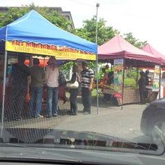 Photo taken at Gerai Makan Tepi Jalan UNITEN by Zul E. on 7/15/2012