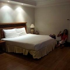 Photo taken at Hatyai Paradise & Resort Hotel (โรงแรมหาดใหญ่พาราไดร์แอนรีสอร์ท) by Wattanaputot P. on 5/7/2012