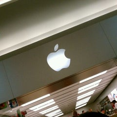 Photo taken at Apple Store, Oxmoor by Allie S. on 12/3/2011