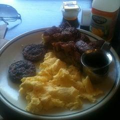 Photo taken at Corner Bakery Cafe by Tony J. on 4/8/2012