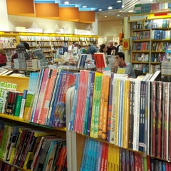 Photo taken at Livraria Saraiva by Marília M. on 9/1/2012