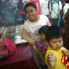 Photo taken at Pasar Malam Taman Andalas by Aznijar A. on 7/24/2012