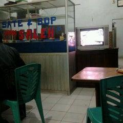 Photo taken at Warung sate Pak Saleh by samsul a. on 5/25/2012