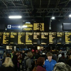 Photo taken at Edinburgh Waverley Railway Station (EDB) by Christian H. on 12/28/2011