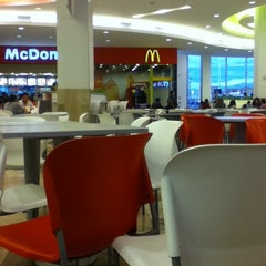 Photo taken at Food Court Mall Aventura Plaza by Laura R. on 3/11/2012