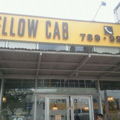 Photo taken at Yellow Cab Pizza Co. by Aldrick R. on 4/30/2011
