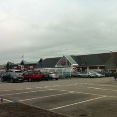 Photo taken at Tesco by Owen B. on 7/20/2011