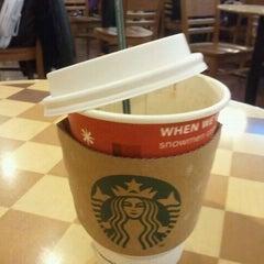 Das Foto wurde bei Starbucks von Rim H. am 11/17/2011 aufgenommen