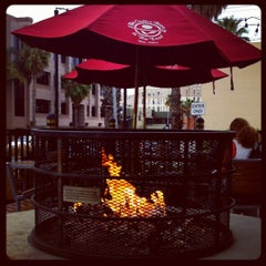 Photo taken at The Coffee Bean & Tea Leaf® by Melissa L. on 3/13/2012