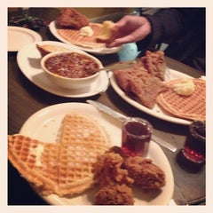 Photo taken at Lo-Lo's Chicken & Waffles by Jenny P. on 3/3/2012