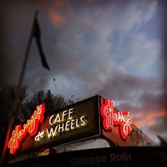 Photo taken at Harry's Café De Wheels by Nelson L. on 6/19/2012