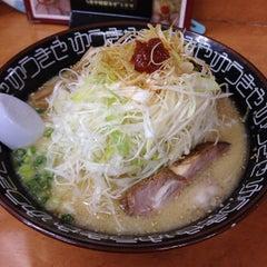 Photo taken at らーめんゆうきや総本店 by Kenji N. on 8/21/2012