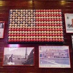 Photo taken at Red Robin Gourmet Burgers by Bárbara R. on 8/19/2012