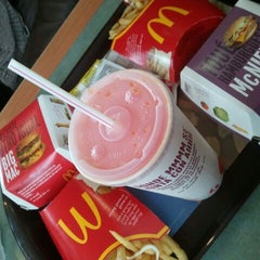 Photo taken at Mcdonald's by Fran_ Q. on 6/4/2012
