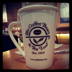 Photo taken at The Coffee Bean & Tea Leaf by Ron C. on 8/11/2012