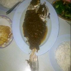 Photo taken at Restoran Pantai by Mazhan Othman A. on 1/5/2012