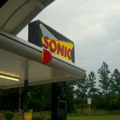Photo taken at SONIC Drive In by Belle B. on 8/16/2011