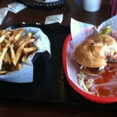 Photo taken at Graffiti Burger by Mr. F. on 7/16/2011