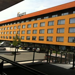 Photo taken at Van der Valk Hotel Almere by Santhi V. on 8/21/2011