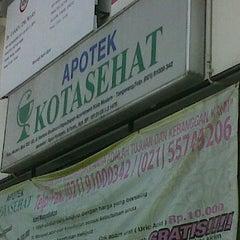 Photo taken at APOTEK KOTA SEHAT by Asrul H. on 1/27/2012