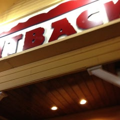 Photo taken at Outback Steakhouse by Jose luis G. on 2/15/2012