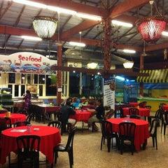 Photo taken at Imperial Restaurant(Chienese Muslim Foods by Hilman S. on 3/16/2011