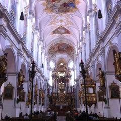 Photo taken at Alter Peter (Katholische Stadtpfarrei St. Peter) by Udo K. on 7/2/2011